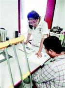 武汉学霸女医生病房当老师 每天为住院高中生补数学