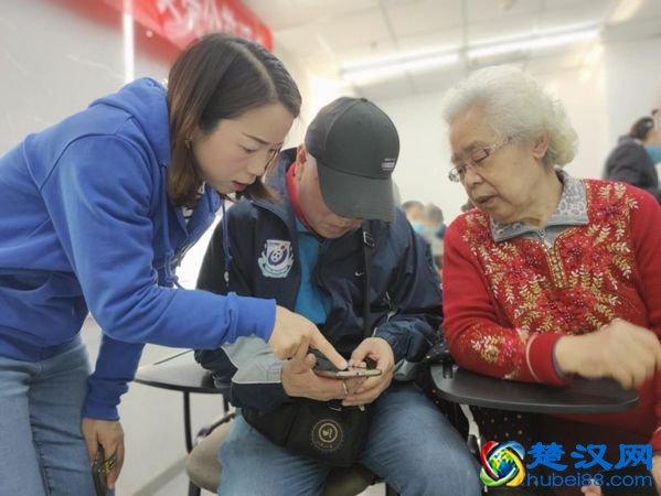 """重阳节贝壳升级""""我来教您用手机""""公益项目 四万门店"""