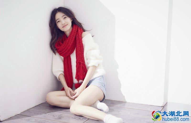 <b>美女演员王丽坤冬日甜美可爱写真,演艺界的一股清流!</b>
