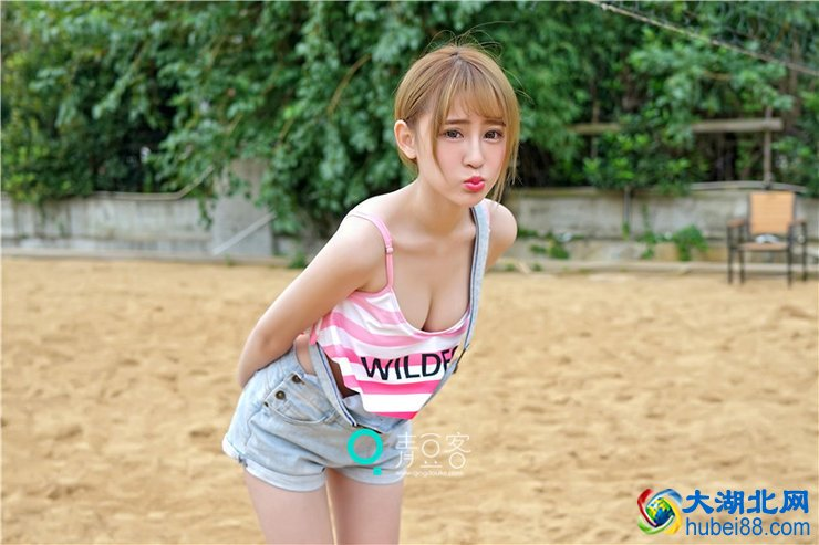 <b>性感美胸美女清凉亚洲比基尼美女泳装</b>