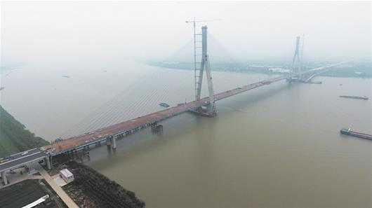 沌口长江大桥合龙 长江上最宽大桥完成760米跨越